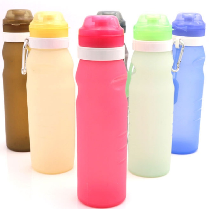 Chai nước trong dòng tưởng tượng chai sữa có sữa có bọt